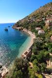 Kust av det medelhavs- havet, av Alanya, Turkiet Royaltyfri Bild
