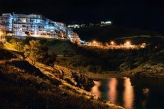 Kust av en Benidorm på natten Arkivfoto