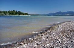Kust av Liptovska Mara laken och låga Tatras Fotografering för Bildbyråer