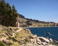 Kust av sjön Titicaca på Copacabana, Bolivia Royaltyfria Bilder
