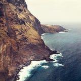 Kust av Tenerife nära den Punto Teno fyren Royaltyfri Foto