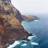Kust av Tenerife nära den Punto Teno fyren Royaltyfri Fotografi