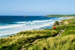 Kust- bana och strandremsa på Godrevy punkt Royaltyfri Bild