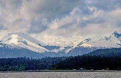 Kust- bergskedja Arkivfoto