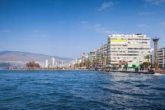Kust- cityscape med moderna byggnader, Izmir Royaltyfria Bilder