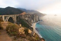 Kust en Route 1 van Californië Brug Stock Afbeeldingen