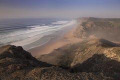Kust en strand in Sagres in Algarve in Portugal Royalty-vrije Stock Fotografie