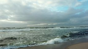 Kust för baltiskt hav på våren arkivfilmer