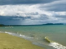 Kust kalmerende golven, strandwater stock foto's