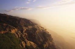 Kust klippen in San Diego bij zonsondergang Stock Foto's