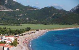 Kust- landskap för Adriatiskt hav. Buljarica strand Royaltyfri Foto