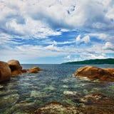 kust- liggandehav för klippor Royaltyfri Bild