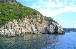 Kust met een bergketting en een geheime baai op het eiland van Korfu Royalty-vrije Stock Afbeelding