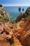 Kust met klippen in Lagos in Algarve in Portugal Royalty-vrije Stock Foto's