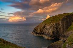 Kust nära Mwnt, Ceredigion, Wales, UK Royaltyfri Fotografi