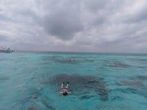kust- och oceaniska landforms för hav, hav, vatten, himmel, moln, semester fotografering för bildbyråer