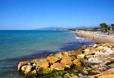 Kust och strand i semesterorten Cambrils Arkivbild