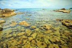 kust- rockshav under vatten Royaltyfri Bild