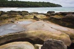 Kust rots bij eiland Kood Royalty-vrije Stock Foto's