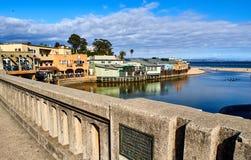 Kust- sikt av Capitola från bron som leder till pir, Kalifornien fotografering för bildbyråer