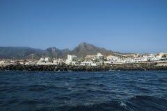 Kust- sikter av det Puerto kolonet, Costa Adeje, kanariefågelöar, Spanien arkivbilder