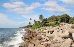 Kust- sikter av en tropisk karibisk ö Royaltyfri Bild