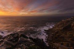 Kust- solnedgångklippor Royaltyfria Foton