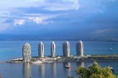 Kust- stad på havet Royaltyfri Foto