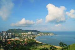 Kust- stad på havet Royaltyfri Bild