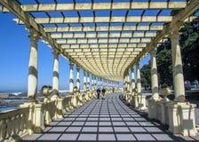 Kust- väg med pergolan på Foz att göra Douro och Atlantic Ocean, Oporto, Portugal royaltyfri bild