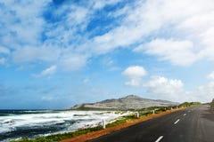 Kust- väg på uddehalvön nära Cape Town royaltyfri fotografi