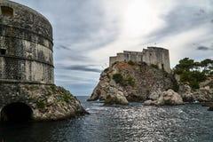 Kust- vaggar och medeltida defensiva väggar Arkivbilder