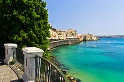 Kust van Ortigia-eiland bij stad van Syracuse, Sicilië Royalty-vrije Stock Fotografie