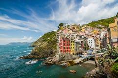 Kust van Riomaggiore, Cinque terre, Ligurië-Italië Stock Afbeelding