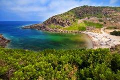 Kust van Sardinige, overzees, zand en rotsen Stock Afbeeldingen