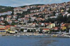 Kust van stad Rabac in Istria in Kroatië royalty-vrije stock afbeeldingen