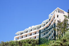 Kust Woningbouw op Blauwe Hemel Royalty-vrije Stock Fotografie