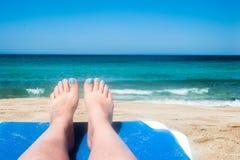 Kust, zon, wit zand Kust van het overzees, zon, wit zand Royalty-vrije Stock Foto