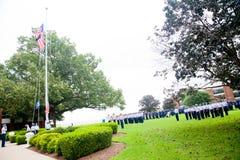 Kustbevakningavläggande av examen: Flaggaceremoni Royaltyfri Bild