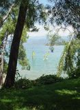Kusten är nära Fethiye Skog hav som vindsurfar Royaltyfri Fotografi