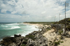 Kusten av havet med vågor Royaltyfri Fotografi