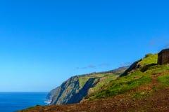 Kusten Ponta för klippan för Westermost punkt gör den färgrika Pargo, madeira Royaltyfri Bild