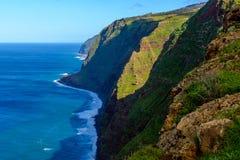 Kusten Ponta för klippan för Westermost punkt gör den färgrika Pargo, madeira Arkivbild