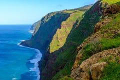 Kusten Ponta för klippan för Westermost punkt gör den färgrika Pargo, madeira Royaltyfria Foton
