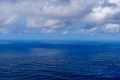 Kusten Ponta för klippan för Westermost punkt gör den färgrika Pargo, madeira Arkivbilder