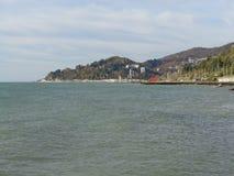 Kusten Sochi, sikt från havet Arkivbild