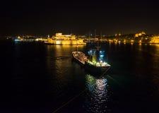Kuster av Birgu, Bormla, Kalkara Skeppet är i mörkret Invallningen av Valletta malta arkivbilder