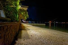 Kuster av golfen av Thailand på natten Arkivfoton