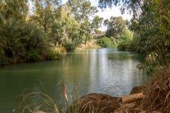 Kuster av Jordan River på den dop- platsen, Israel royaltyfria foton