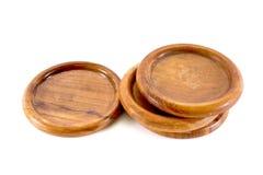 Kustfartyg för trä som fyra isoleras på vit bakgrund Isolerat trätefat Bakgrund för träexponeringsglasmagasin arkivfoton